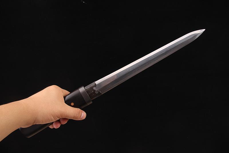 八面素装短剑